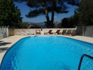Swimming pool and panoramic view - Aubagne vacation rentals