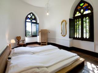 Bright Castle with Internet Access and Satellite Or Cable TV - Auch vacation rentals