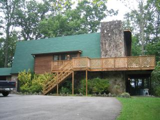 Affordable Gatlinburg Five Bedroom Chalet - Gatlinburg vacation rentals