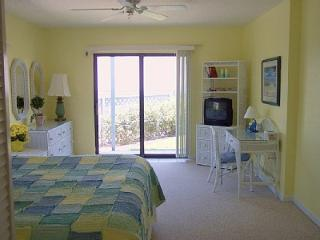 Quaint 1/1 townhouse on 1st floor - New Smyrna Beach vacation rentals