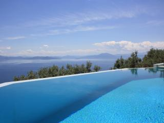 Villa,Panoramic view,private pool,garden,4-7person - Achinos vacation rentals