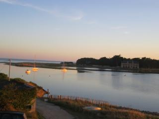 Bright 3 bedroom Condo in Carnac with Internet Access - Carnac vacation rentals