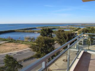 VILLAGE MARINA OLHAO: luxury corner apartment with stunning, uninterrupted views of the sea, islands and lagoon - Olhao vacation rentals