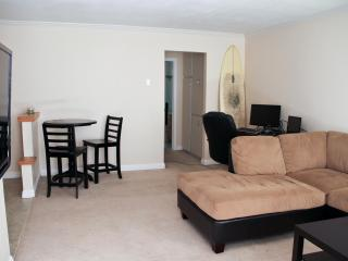 Spacious Condo By The Beach And Bay with Surfboard - Pacific Beach vacation rentals