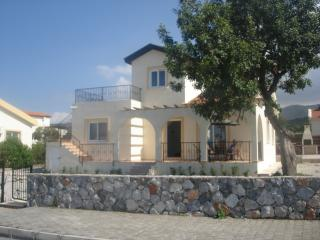 Beautiful 3 bedroom Tatlisu Villa with A/C - Tatlisu vacation rentals