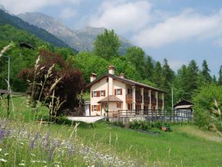 Bright 3 bedroom Belluno Apartment with Internet Access - Belluno vacation rentals