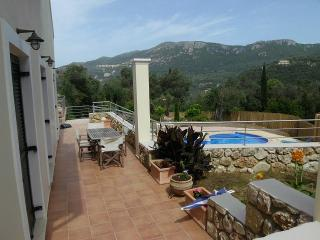 Bright 3 bedroom Liapades House with Deck - Liapades vacation rentals