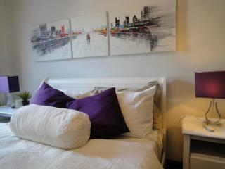 ~Prime Chelsea Area~Sunny and cozy one bedroom~ - New York City vacation rentals