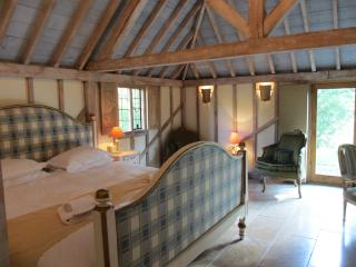 THE OAK BARN, Luxury Five Star self catering accommodation in quiet location - Benenden vacation rentals