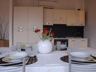 Bright 2 bedroom Volta Mantovana Condo with Internet Access - Volta Mantovana vacation rentals