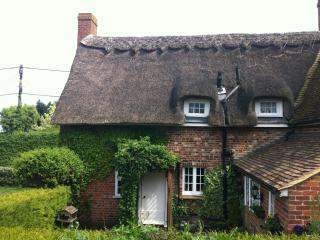 """Little Impetts"" Pretty East Kent Thatched Cottage - Canterbury vacation rentals"