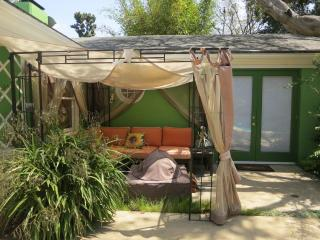 Walking distance 3 min. to USLA. pool and spa. 4be - Beverly Hills vacation rentals
