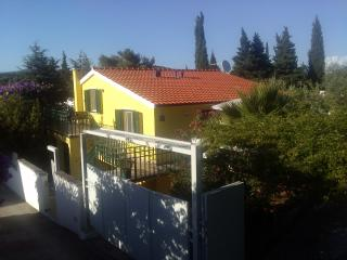 Beautiful Condo with Internet Access and A/C - Stari Grad vacation rentals