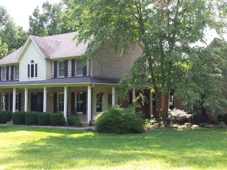 2015 Kentucky Derby!! Private 5 Acre Retreat In The Heart Of Horse Country!! - LaGrange vacation rentals
