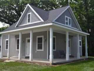 Spacious 4 bedroom Saugatuck House with Deck - Saugatuck vacation rentals