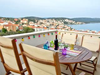 Rainbow apartment with sea view + Free boat trip - Okrug Gornji vacation rentals