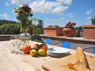 Casa Terrazza, centro storico, Lucignano - Lucignano vacation rentals