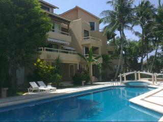 Puerto Aventuras Studio Pool Balcony - Puerto Aventuras vacation rentals