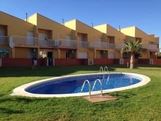 TERRACED HOUSE WITH WIFI, 5 MIN FROM THE BEACH - Miami Platja vacation rentals