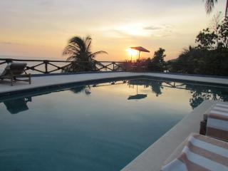 Oceanfront with spectacular sunset - Villa Pamona - Acapulco vacation rentals