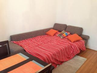 2 bedroom Apartment with Internet Access in Geneva - Geneva vacation rentals