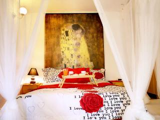 @Metro and beach cosy studio, private garden, WiFi - Athens vacation rentals