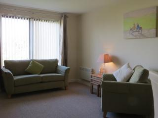Perfect 2 bedroom Largs Apartment with Internet Access - Largs vacation rentals