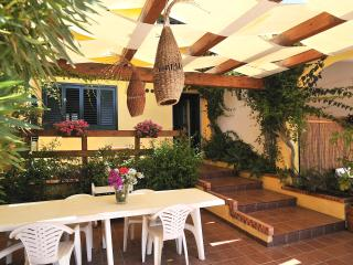 Sunny 7 bedroom Pozzallo Villa with Internet Access - Pozzallo vacation rentals