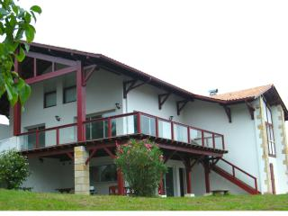 Maison Landaria - Gite basque - Saint Jean Pied de Port vacation rentals