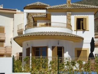 Villa Rosa. Lovely Villa with a Private Pool for 6 - Benidorm vacation rentals