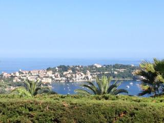 Holiday apartment with view, common pool & parking - Villefranche-sur-Mer vacation rentals