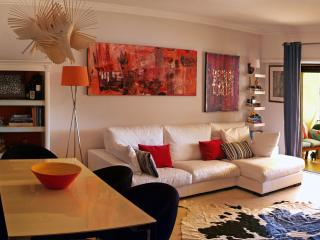 Impeccably decorated 2 bed. Ap - Cascais vacation rentals