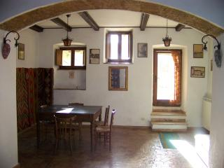 Romantic 1 bedroom Arpino Apartment with Internet Access - Arpino vacation rentals
