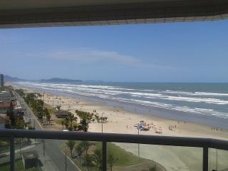 Apto Frente Mar Churrasqueira (Praia Grande - SP) - Praia Grande vacation rentals
