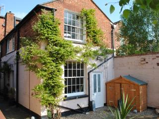 2 bedroom Cottage with Internet Access in Tewkesbury - Tewkesbury vacation rentals