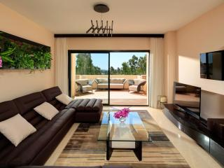 Nice Condo with Internet Access and Dishwasher - Benahavis vacation rentals