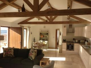 Beautiful 2 bedroom Corsham Lodge with Internet Access - Corsham vacation rentals