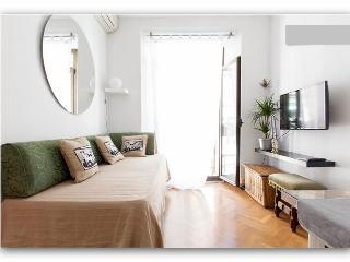 Center, super location - Madrid vacation rentals
