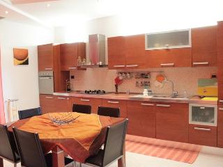 3 bedroom Condo with A/C in Floridia - Floridia vacation rentals