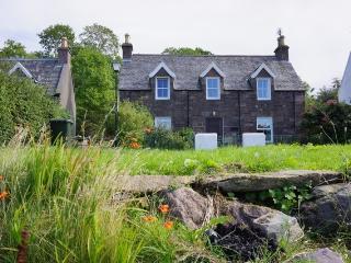 Bright Scottish Highlands vacation Cottage with Water Views - Scottish Highlands vacation rentals