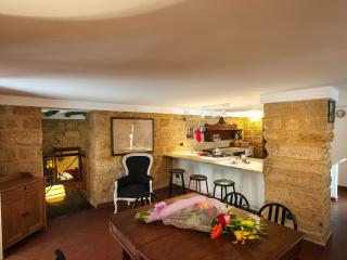 Stylish spacious flat near the Cathedral - Palermo vacation rentals