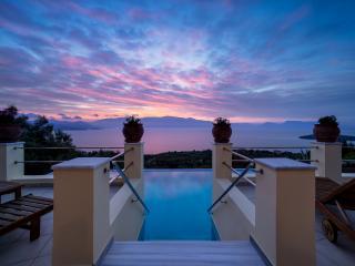 Gorgeous 5 bedroom Villa in Perigiali - Perigiali vacation rentals