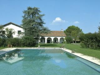 Wonderful apartment in villa with pool and park ! - Abano Terme vacation rentals