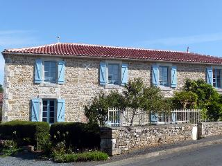 La Maison en Pierre Holiday Home - Saint-Juire-Champgillon vacation rentals