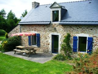 Pretty 3 bed house, garden, 25 mns sandy beaches - Pluvigner vacation rentals