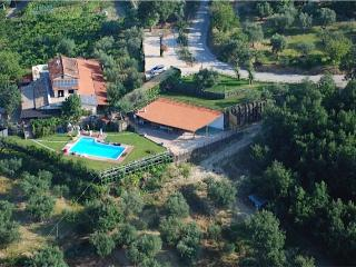 Bright 5 bedroom Avellino Villa with Deck - Avellino vacation rentals