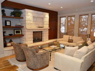 2 bedroom Apartment with Deck in Aspen - Aspen vacation rentals