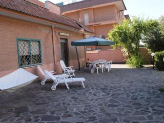1 bedroom Condo with Short Breaks Allowed in Pomezia - Pomezia vacation rentals