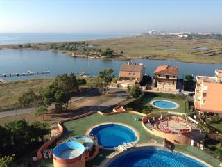 Nice Condo with Internet Access and Shared Outdoor Pool - Roses vacation rentals