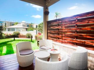 Sense the Quality @ Lili's Place 1BR Garden +Pool - Ramat Hasharon vacation rentals